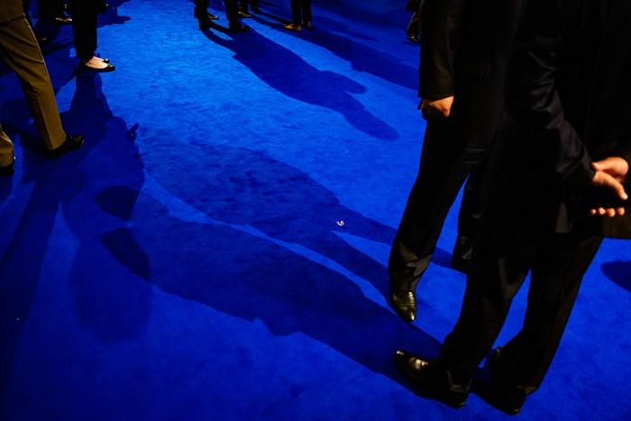 Mikhail Palinchak, Σύνοδος Κορυφής του ΝΑΤΟ, από την ατομική έκθεση Διμερή δωμάτια