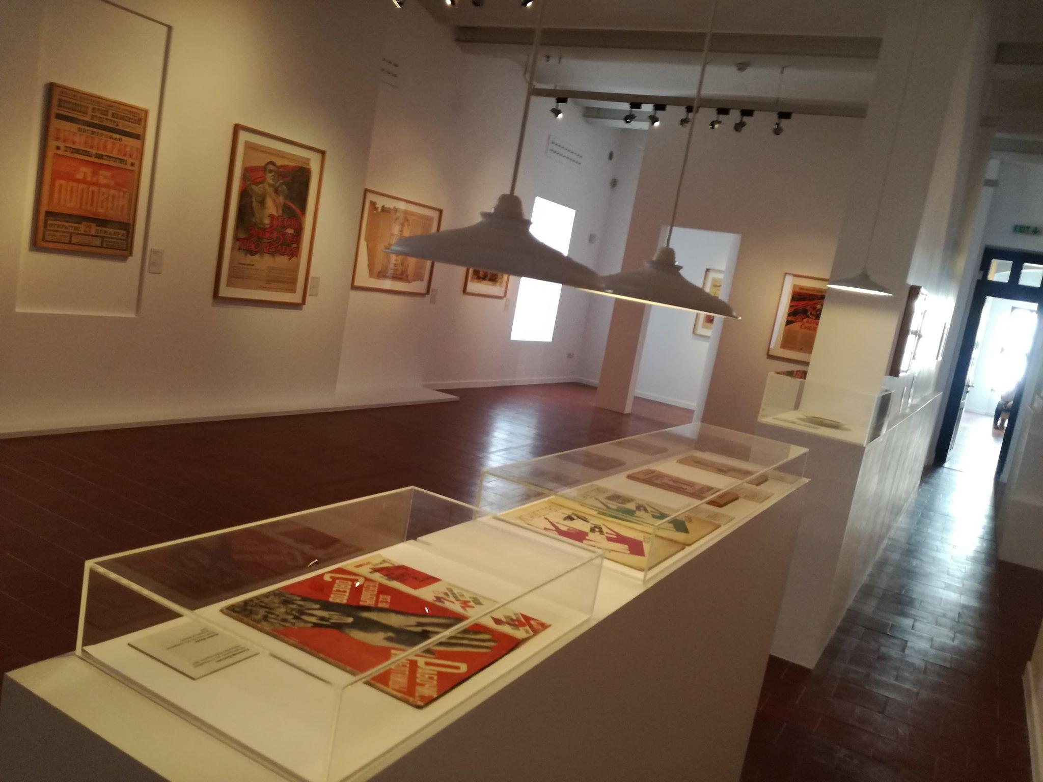 Άποψη από την έκθεση «Ανοιξιάτικοι Χείμαρροι. Ρωσική Πρωτοπορία – συλλογή Κωστάκη» στο MOMus – Μουσείο Μοντέρνας Τέχνης – Συλλογή Κωστάκη