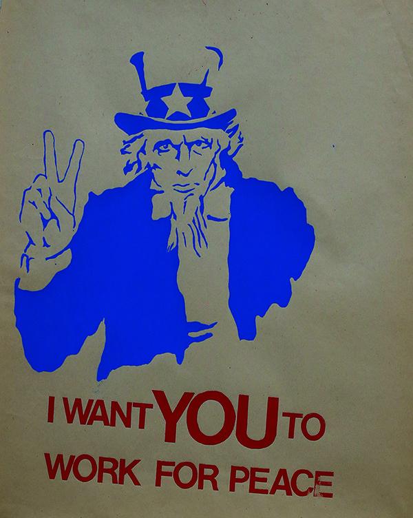 Αφίσα από την έκθεση «Ανοιξιάτικοι Χείμαρροι. Αφίσες από την απεργία στο Χάρβαρντ. Άνοιξη 1969. Συλλογή Αλέξανδρου Τζώνη και Liane Lefaivre» στο MOMus – Μουσείο Μοντέρνας Τέχνης – Συλλογή Κωστάκη